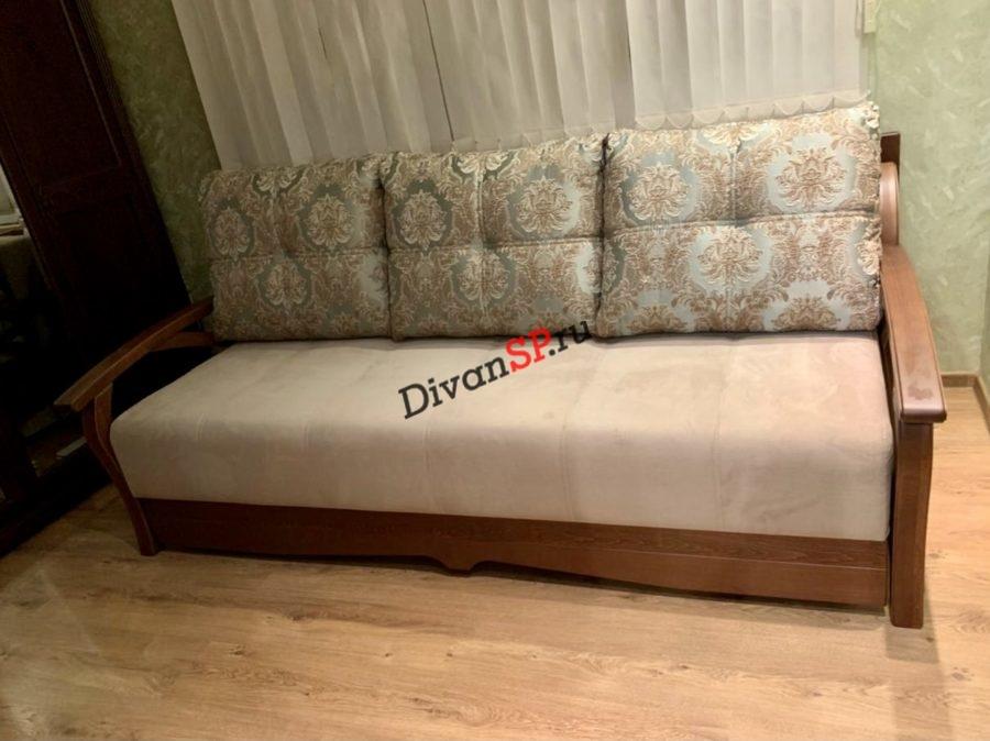 Прямой диван с подлокотниками из бука